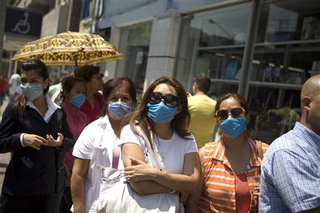 Residents wait in line to buy packs of blue surgical face masks outside a pharmacy in Monterrey, northern Mexico April 27, 2009. REUTERS/Tomas Bravo