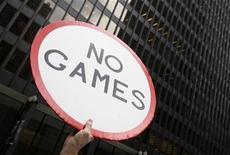 <p>Un manifestanti anti-Olimpiadi REUTERS/John Gress</p>
