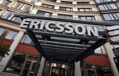 <p>Ericsson, utili core trim1 sotto stime, effetti crisi limitati. REUTERS/Bob Strong</p>