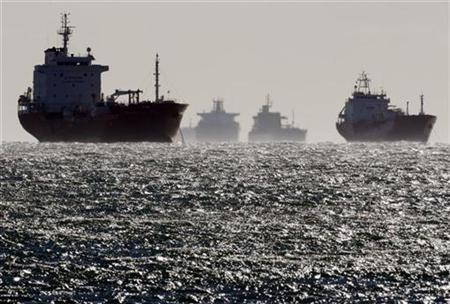 Oil and gas tankers sit anchored off the Fos-Lavera oil hub near Marseille, southeastern France, December 12, 2008. REUTERS/Jean-Paul Pelissier