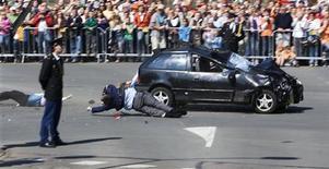 <p>L'auto piombata sulla parata in Olanda. REUTERS/Robin Utrecht/Pool</p>