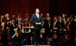<p>Una immagine di archivio del direttore d'orchestra Riccardo Muti . REUTERS/Alessandro Bianchi</p>