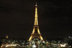<p>Immagine d'archivio della Torre Eiffel a Parigi. REUTERS/Benoit Tessier (FRANCE ENVIRONMENT CITYSCAPE SOCIETY)</p>