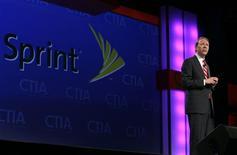 <p>Dan Hesse, directeur général de Sprint Nextel. L'opérateur télécoms américain a publié des résultats trimestriels meilleurs que prévu, grâce à des mesures de réduction de coûts et en dépit des défections de clients, qu'elles soient liées à la concurrence ou à l'impact de la récession. /Photo d'archives/REUTERS/Steve Marcus</p>