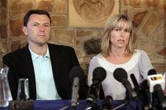 <p>Gerry and Kate McCann (R) speak to media during a news conference at the Rothley Court Hotel in their home village of Rothley in Leicestershire, central England July 21, 2008. REUTERS/Andrew Fox</p>