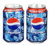 <p>Le lattine Pepsi con i volti dei consumatori scelti con un concorso online. REUTERS/Ho</p>