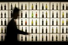 <p>A man passes bottles on display at the Vinitaly wine expo in Verona April 4, 2008. REUTERS/Alessandro Garofalo</p>