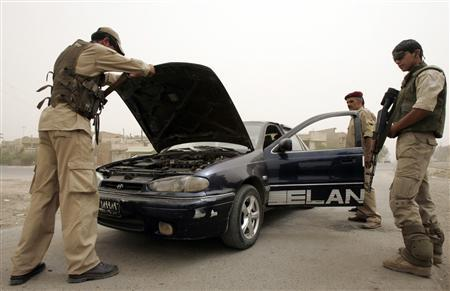 Members of the ''Awakening Council'', a local neighbourhood guard unit, inspect a vehicle at a checkpoint in Baghdad May 6, 2009. REUTERS/Bassim Shati