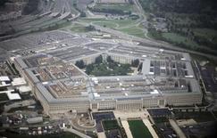<p>Вид на здание Пентагона в США 28 сентября 2008 года. Пентагон намерен отказаться от многомиллиардной программы противоракетной обороны, предполагающей перехват вражеских ракет на старте, судя по проекту бюджета на 2010 год, представленном в Конгресс в четверг. REUTERS/Jason Reed</p>