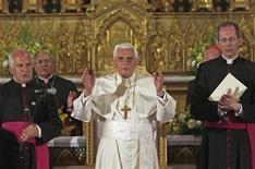 <p>Papa Benedetto XVI a Gerusalemme. REUTERS/Brian Hendler/Pool (JERUSALEM RELIGION POLITICS)</p>