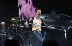 <p>David Gahan of Depeche Mode performs during the Coachella Music Festival in Indio, California April 29, 2006. REUTERS/Lucas Jackson</p>