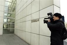 <p>Canal+ affiche une baisse de 2,6% de son chiffre d'affaires à 445 millions d'euros au premier trimestre 2009, contre 457 millions un an plus tôt. Le taux d'abonnés numériques a atteint 83% soit une progression de 12 points par rapport à mars 2008. /Photo d'archives/REUTERS/Jack Dabaghian</p>