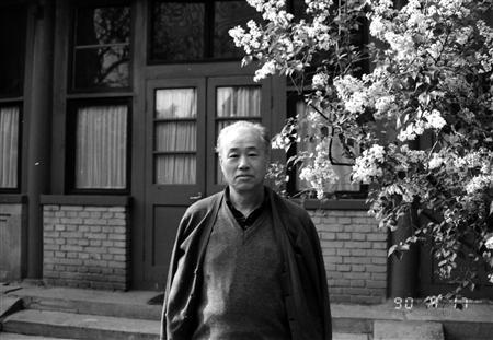 Former reformist Communist Party general secretary Zhao Ziyang poses for photo in the garden of his home in central Beijing April 17, 1990. The memoirs of China's late Communist Party chief who was sacked in 1989 for sympathising with student protesters will give the Party plenty to think about when deciding the country's political future, his one-time top aide said. Picture taken April 17, 1990. REUTERS/New Century Media and Consulting Co., Ltd.