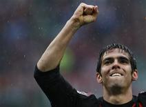 <p>Foto de arquivo de Kaka do Milan comemorando após gol contra o Palermo durante o Campeonato Italiano. 26/04/2009. REUTERS/Alessandro Garofalo</p>