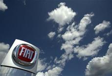 <p>Логотип итальянского автопроизводителя Fiat в центре компании близ Женевы 6 мая 2009 года. Тысячи рабочих итальянского автоконцерна Fiat вышли в субботу на улицы Турина. REUTERS/Denis Balibouse</p>