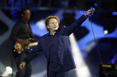 <p>Musica, l'addio dei Simply red a Milano. REUTERS/Eliseo Fernandez</p>