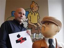 <p>Foto de archivo de Michel Bareau director artístico belga, muestra el logo del museo Tintín en Bruselas, 10 ene 2009. Un nuevo museo dedicado a uno de los mayores productos belgas de exportación destacará el trabajo del caricaturista que creó al reconocido personaje Tintín y lo colocará en un ambiente futurista. REUTERS/Francois Lenoir</p>
