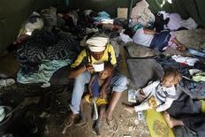<p>Immagine d'archivio di persone sfollate a causa della violenza in Kenya a seguito delle elezioni a inizio 2008. REUTERS/Zohra Bensemra (KENYA)</p>