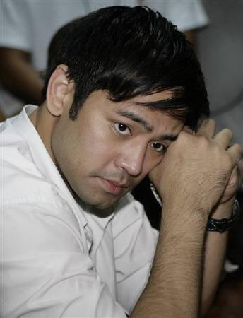 Hayden Kho, a celebrity doctor involved in a sex video scandal, gestures during a Senate hearing in Manila May 28, 2009. REUTERS/Cheryl Ravelo