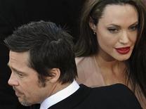 <p>Angelina Jolie con il compagno Brad Pitt al Festival di Cannes. REUTERS/Martin Bureau/Pool</p>