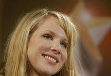 <p>British actress Lucy Punch poses during a presentation of the European 'Shooting Stars 2006' award winners in Berlin February 13, 2006. REUTERS/Arnd Wiegmann</p>