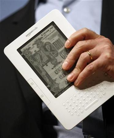 Amazon.com Inc. founder and Chief Executive Officer Jeff Bezos holds the new Kindle 2 electronic reader at a news conference in New York where the device was introduced, February 9, 2009. Taiwanese display maker Prime View International will buy E Ink, a company whose pioneering ''electronic paper'' is used to make digital book readers from Amazon.com and Sony. REUTERS/Mike Segar