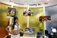 <p>Microsoft annonce que son nouveau système d'exploitation Windows 7 ne sera pas compatible avec les puces basées sur l'architecture ARM de la firme britannique du même nom, qui entend pourtant devenir un acteur majeur du marché des ordinateurs portables. /Photo prise le 2 juin 2009/REUTERS/Nicky Loh</p>