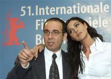 """<p>Il regista Giuseppe Tornatore con l'attrice Monica Bellucci alla presentazione di """"Malena"""" al Festival di Berlino nel 2001. REUTERS PICTURE</p>"""