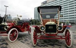 <p>Ford Motor built 1909 Model T's sit outside Ford World headquarter in Dearborn, Michigan September 5, 2008. REUTERS/Rebecca Cook</p>
