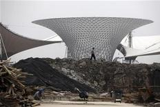 <p>Costruzione per l'energia solare a Shangai. CHINA-USA/EXPO REUTERS/ Nir Elias</p>