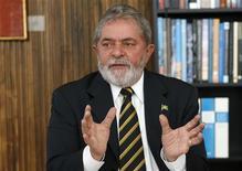 <p>Presidente Luiz Inácio Lula da Silva durante uma entrevista à Reuters no Palácio da Alvorada em Brasília. 10/06/2009. REUTERS/Jamil Bittar</p>