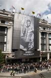 <p>A nova campanha publicitária do Emporio Armani com o jogador de futebol inglês David Beckham de roupas íntimas. 11/06/2009. REUTERS/Stephen Hird</p>