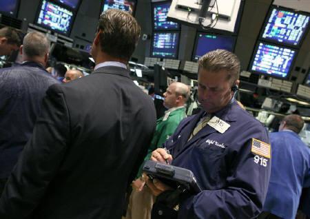 6月15日、NY州業況指数が予想外に悪化し、米株市場が大幅下落。写真はニューヨーク証券取引所。1日撮影(2009年 ロイター/Brendan McDermid)