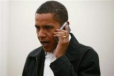<p>Obama sostiene abrogazione tassa su uso personale di telefonini. REUTERS/Jason Reed</p>