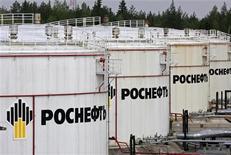 <p>Хранилища нефти на терминале Роснефти в Приводино 29 мая 2007 года. Похищенный в апреле сын вице- президента нефтяной компании Роснефть Михаила Ставского освобожден, сообщил в четверг Следственный комитет при прокуратуре (СКП) РФ. REUTERS/Sergei Karpukhin</p>