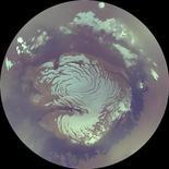 <p>Вид на Марс со спутника Mars Reconnaissance Orbiter 16 октября 2006 года. Большое, глубокое ущелье и остатки пляжей - это, возможно, пока что самое яркое доказательство того, что на поверхности Марса когда-то было озеро, вероятно содержавшее воду в те времена, когда поверхность самой планеты уже высохла, сообщили ученые в среду. REUTERS/NASA/JPL/MSSS/Handout</p>