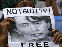 <p>Una sostenitrice di Aung San Suu Kyi durante una protesta a Manila. REUTERS/Romeo Ranoco (PHILIPPINES POLITICS CONFLICT)</p>