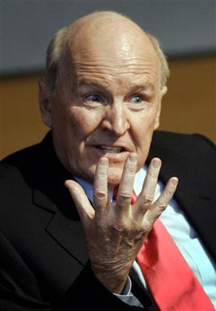 Retired CEO and Chairman of General Electric Jack Welch speaks to students at the Sloan School of Management at the Massachusetts Institute of Technology in Cambridge, Massachusetts, April 12, 2005. REUTERS/Brian Snyder