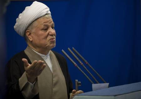 Iran's former president Akbar Hashemi Rafsanjani speaks during Friday prayers in Tehran, August 22, 2008. REUTERS/Morteza Nikoubazl/Files