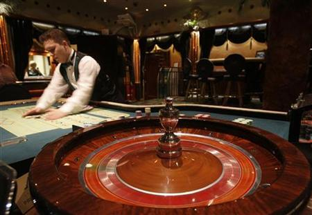 A dealer stacks chips on a roulette table at the Shangri La Casino in Moscow June 29, 2009. REUTERS/Denis Sinyakov