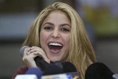 <p>Colombiana Shakira, em foto de arquivo, diz querer ser mãe, mas sem casar. REUTERS/Fredy Builes</p>