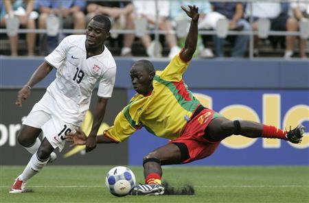 Fredua Adu (19) of the U.S. fights for the ball against Grenada's Josh Charles during the first round of their CONCACAF Gold Cup soccer match in Seattle, Washington, July 4, 2009. REUTERS/Robert Sorbo