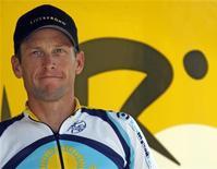 <p>Lance Armstrong se prepara para a segunda fase da 96a Tour de France após quatro anos fora. REUTERS/Charles Platiau</p>