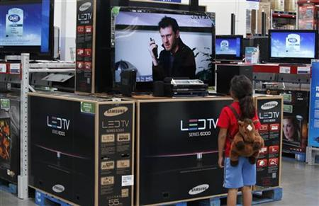 A child looks at a flat screen television at a Sam's Club, a division of Wal-Mart stores in Bentonville, Arkansas June 4, 2009. REUTERS/Jessica Rinaldi