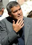 <p>L'attore George Clooney all'Aquila. REUTERS/Daniele La Monaca</p>