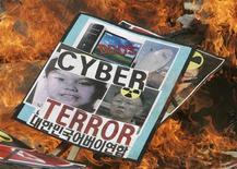 <p>Os ataques a computadores que retardaram a operação de sites na Coreia do Sul e nos Estados Unidos podem entrar em nova fase nesta sexta-feira, com ataques a computadores pessoais que apagariam discos rígidos, informaram uma agência do governo sul-coreano e uma empresa de segurança na Web. REUTERS/Jo Yong-Hak</p>