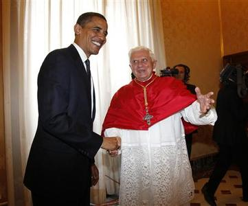 U.S. President Barack Obama (L) greets Pope Benedict XVI at the Vatican July 10, 2009. Obama arrived at the Vatican on Friday for his first meeting with Pope Benedict and what the White House says will be frank discussions on issues they agree and disagree on. REUTERS/Jason Reed
