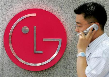 A South Korean walks past the logo of LG Electronics at its headquarters in Seoul July 18, 2005. REUTERS/You Sung-Ho KKH/CN