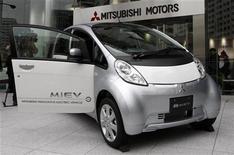 <p>L'auto elettrica i-MiEV della Mitsubishi nella sede di Tokyo della casa automobilistica. REUTERS/Issei Kato</p>