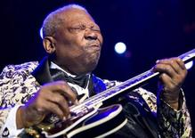 <p>U.S. blues legend B.B. King performs during the 43rd Montreux Jazz Festival in Montreux July 12, 2009. REUTERS/Valentin Flauraud</p>